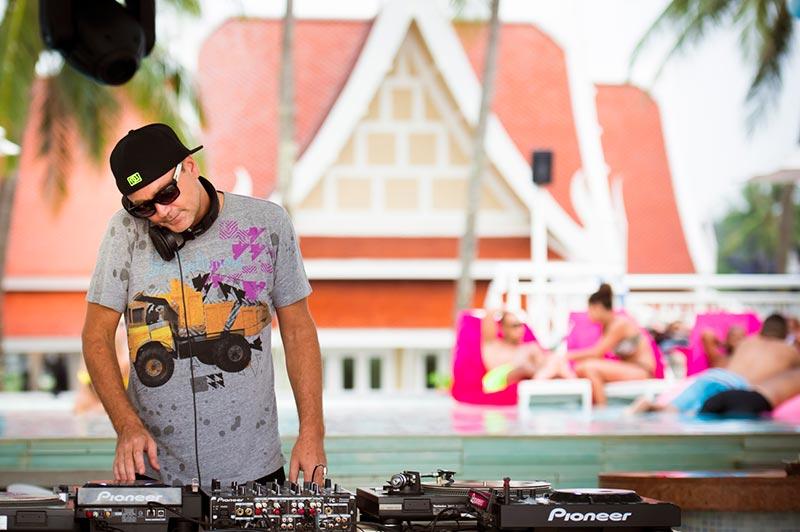 TropOut DJ Party