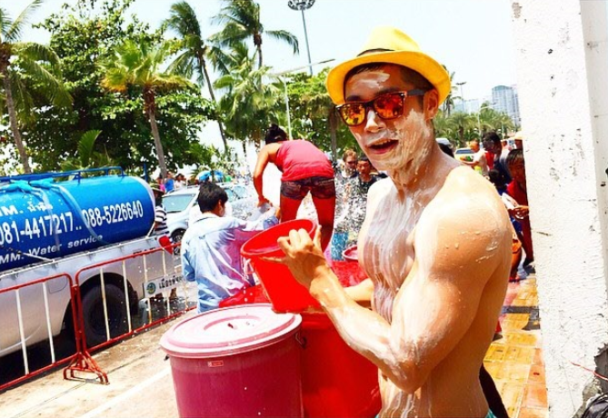Songkran Water Fight & Gay Party by Hot Japanese Guy