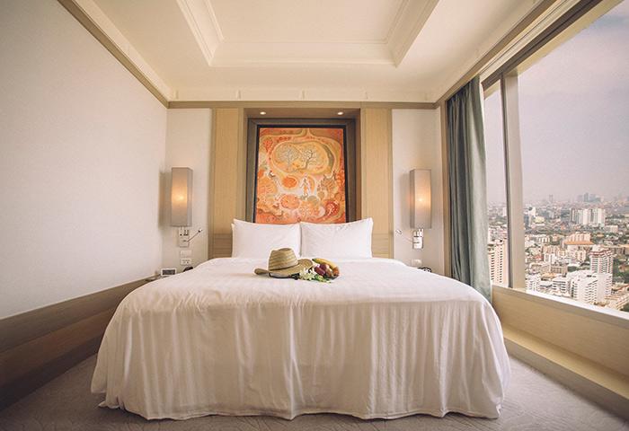 Bangkok-Gay-Hotel-Luxury-Banyan-Tree-Sathorn