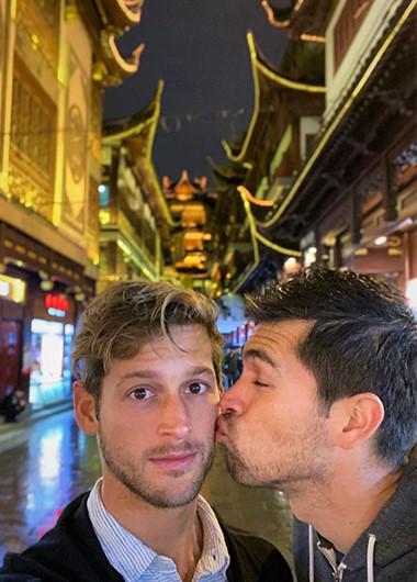Cute-Gay-Couple-Traveler-Asia-W-Hotel-Shanghai