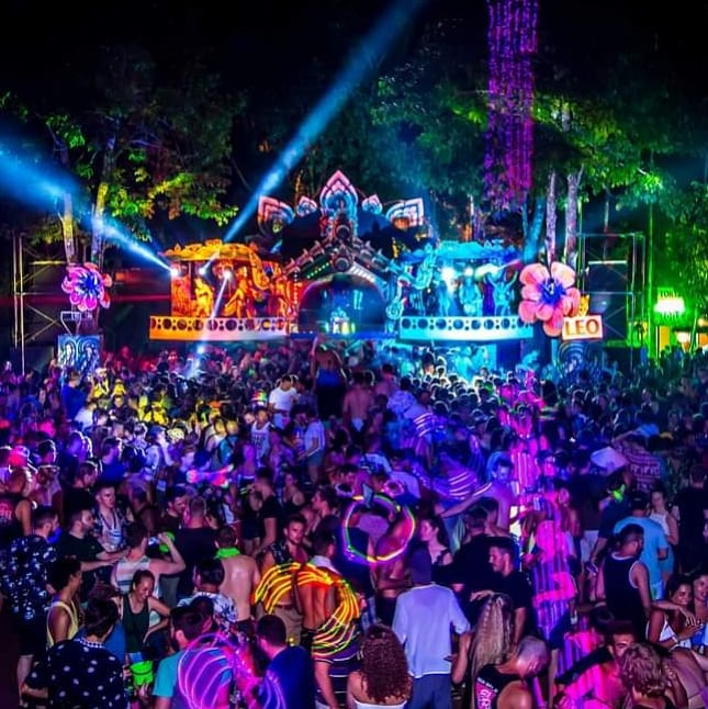 Things-gay-travelers-should-know-about-full-moon-party-kohphangan-5