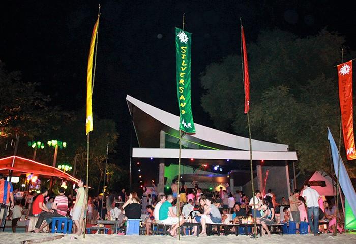 Koh-Samet-Best-Gay-Beach-DJ-Dance-Party