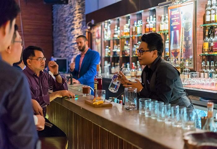Whisgars-Bangkok-Gay-Friendly-Premium-Whisky-Bar-in-Sukhumvit