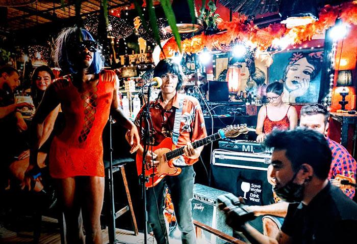 Alcove-Koh-Phangan-Best-Gay-Friendly-Beachfront-Bar-Live-Music