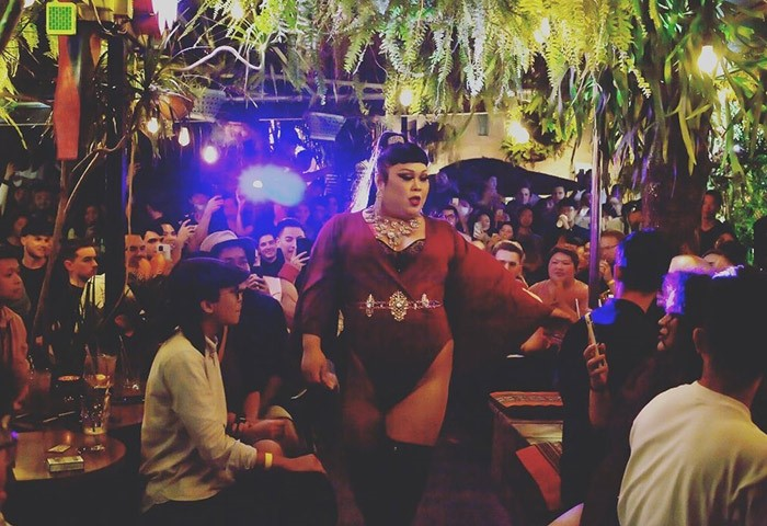 Cafe-Dalida-Taipei-Trendiest-Gay-Bar-with-Drag-Show-in-The-City