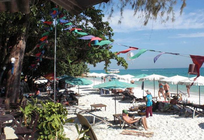 Cheap-Beachfront-Gay-Hotel-Koh-Samet-Near-Gay-Bars-Tok-Little-Hut
