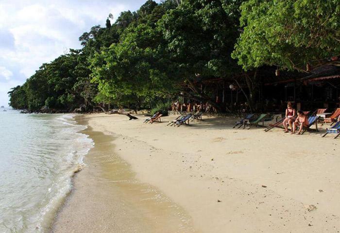 Cheap-Beachfront-Gay-Hotel-List-Phi-Phi-Relax-Beach-Resort