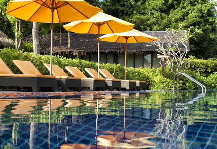 Cheap-Luxury-Gay-Popular-Hotel-Phi-Phi-Zeavola-Hotel-Beachfront-Pool