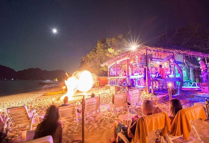 Cheap-Private-Beachfront-Gay-Hotel-Phi-Phi-The-Beach-Resort