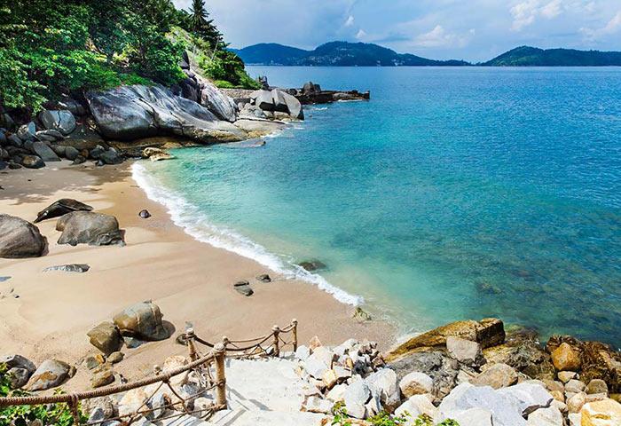 Find-Cheap-Luxury-Beachfront-gay-Hotel-Phuket-U-Zenmaya-Phuket-Resort