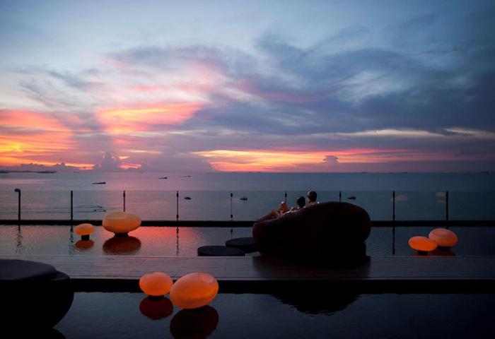 Find-Last-Minutes-Beachfront-Luxury-Gay-Hotel-Hilton-Pattaya