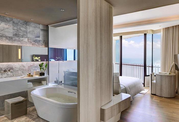 Hilton-Pattaya-Perfect-Honeymoon-Gay-Hotel-Pattaya-Beach-Near-Gay-Bars