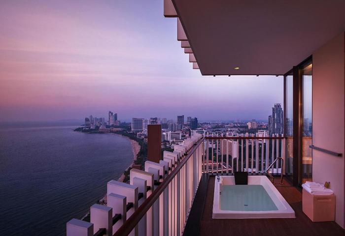 Hilton-Pattaya-Popular-Gay-Hotel-Pattaya-Beachfront-Luxury