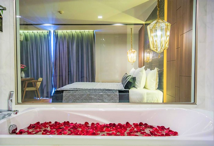Most-Romantic-Gay-Luxury-Hotel-Stay-with-Nimman-Chiang-Mai