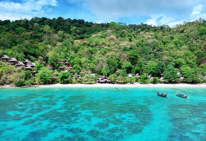 Phi-Phi-Relax-Beach-Resort-Gay-Popular-Hotel-Phi-Phi-Beachfront