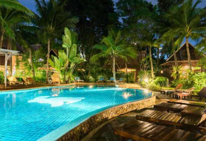 Rabbit-Resort-Cheap-Gay-Hotel-Pattaya-Dongtan-Beach-with-Pool