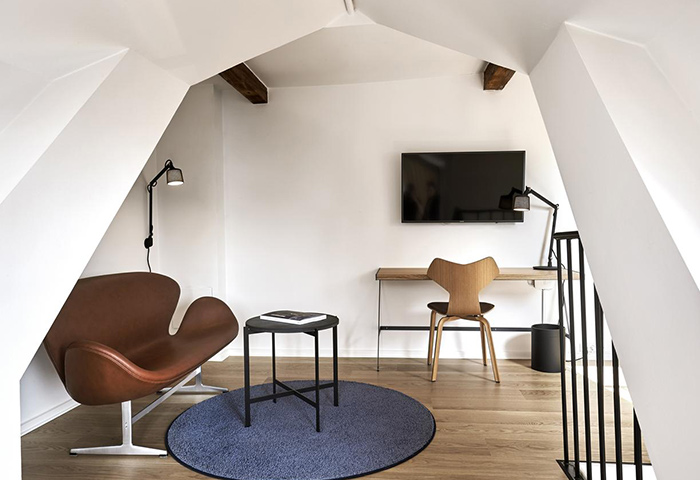 Cheap-Luxury-gay-Hotel-Copenhagen-near-Vesterbro-Gayborhood-71-Nyhavn-Hotel