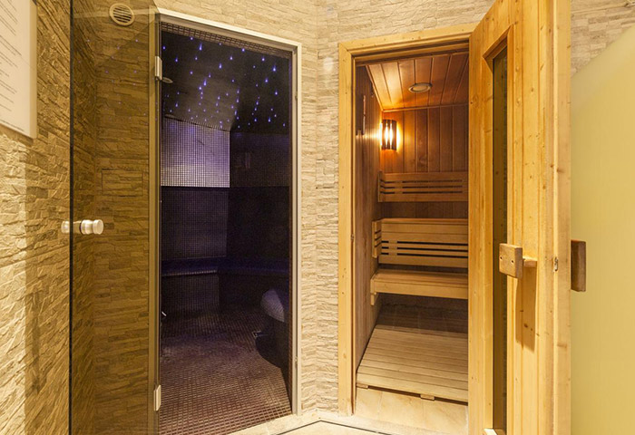 Cheap-Luxury-gay-Hotel-Prague-Old-Town-with-Sauna-Hotel-Kings-Court