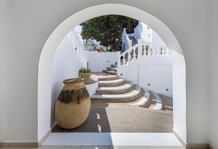 Excellent-Central-Mykonos-Town-Location-Gay-Hotel-Carbonaki-Hotel