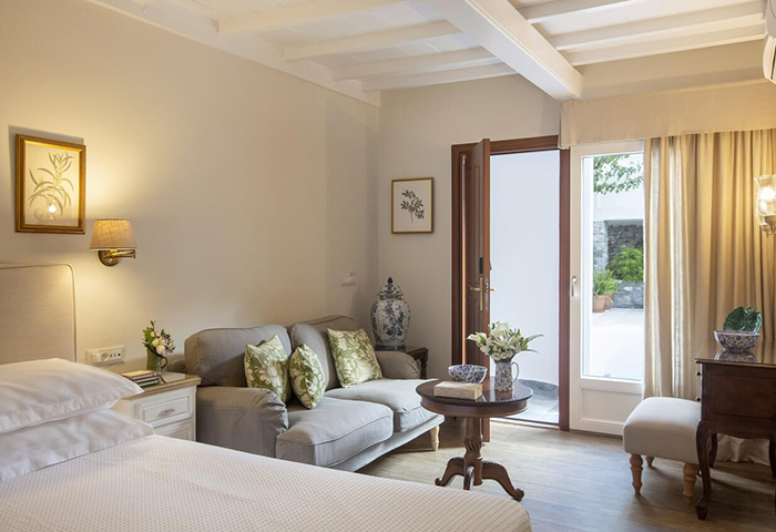 Excellent-Location-Gay-Hotel-Mykonos-Town-Near-Gay-Bars-and-Gay-Cruise-Despotiko-Hotel