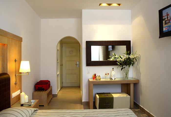 Excellent-Location-Hotel-In-Mykonos-Town-Gayborhood-Matogianni-Hotel