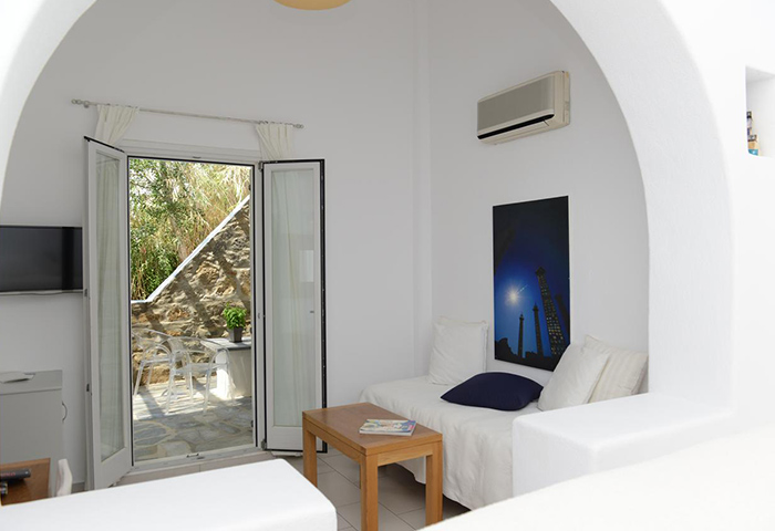 FInd-Last-Minutes-Cheap-Price-Gay-Hotel-in-Mykonos-Town-with-Private-Balcony-Elena-Hotel