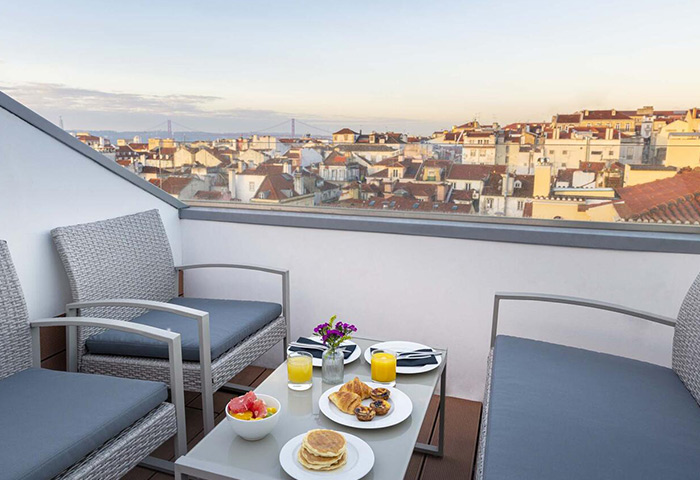 Find-Cheap-Price-Upscale-Gay-Hotel-Lisbon-9Hotel-Mercy