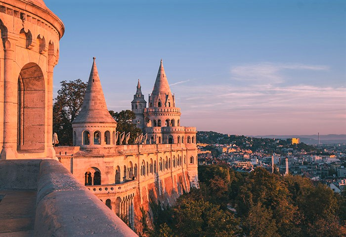 Find-Gay-Bars-and-Gay-Hotels-Near-Fisherman's-Bastion-Budapest