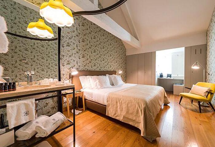 Find-Gay-Hotel-Lisbon-Near-Gay-Sauna-Trombeta-Bath-Lisboa-Carmo-Hotel