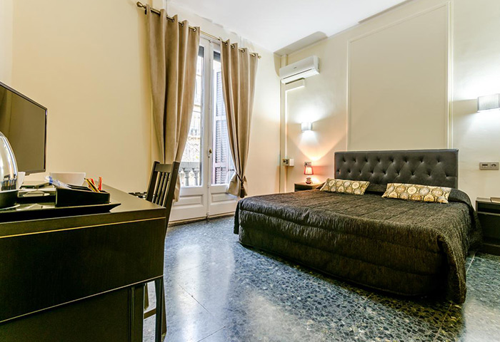 Find-Last-Minutes-Gay-Hotel-Barcelona-City-Center-Hotel-Victoria-Palace