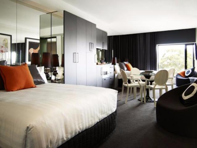 Gay Friendly Hotel The Cullen Melbourne - Art Series Melbourne