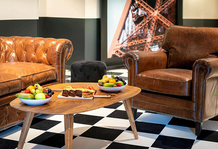 Honeymoon-Hotel-Ideas-in-Paris-City-Center-for-Gay-Couples