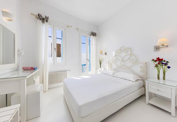 Top-Honeymoon-Hotel-for-Gay-Couples-in-Mykonos-Town-Gayborhood-Chora