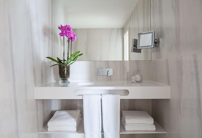 Top-Luxury-Gay-Hotel-with-Coolest-Bathroom-Design-in-Lisbon-CIty-Center-Tivoli-Avenida-Liberdade