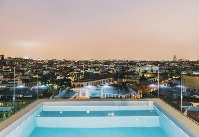 Cheap-Price-Gay-Hotel-in-Madrid-Gayborhood-Gran-Via-with-Rooftop-Pool-Dear-Hotel-Madrid
