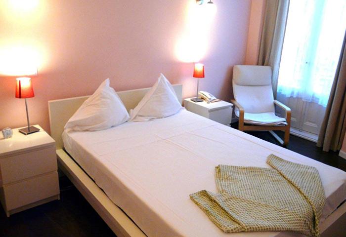 Gay-Favorite-Hostel-Madrid-Near-Gay-Bars-in-Chueca-Hostal-Pizarro