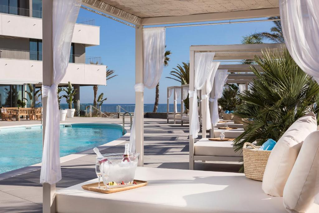 Gay Friendly Hotel ME Sitges Terramar (Pet-friendly) Sitges