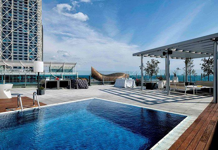 Best-rooftop-pool-with-sea-views-Gay-Hotel-Barcelopna-Pullman-Barcelona-Skipper-Hotel