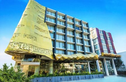 Centre-of-Nimman-Cheap-Luxury-Gay-Hotel-Stay-with-Nimman-Chiang-Mai