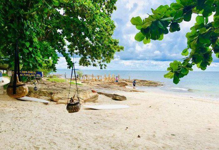 Cheap-Beachfront-Gay-Friendly-Hotel-Koh-Samet-Pudsa-Bungalow
