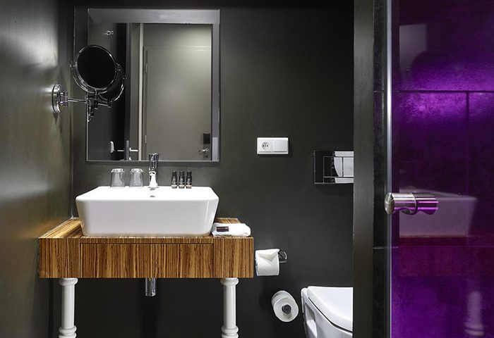 Cheap-Old-Town-Prague-City-Center-Gay-Hotels-with-Living-Room-The-Icon-Hotel-and-Lounge