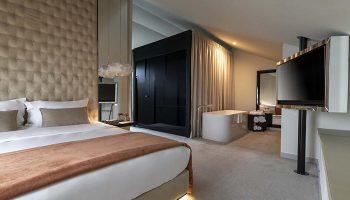 Cheap-Price-Luxury-Gay-Hotel-Lisbon-Near-Gay-Nightlife-9Hotel-Mercy