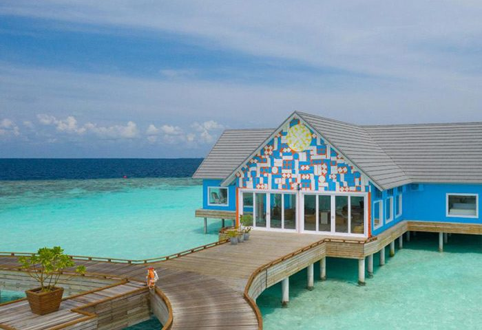 Chic-Fun-Design-Gay-Hotel-Maldives-The-Standard,-Huruvalhi-Maldives