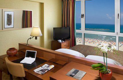 Find-Last-Minutes-Luxury-Gay-Hotel-Tel-Aviv-Beachfront-near-Gay-Bars