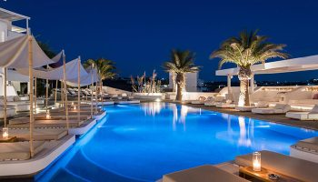 Find-Last-Minutes-Luxury-Gay-Hotel-with-Rooftop-Pool-Andronikos-Hotel