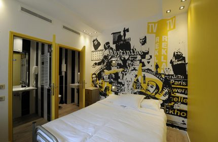 Fun-Party-Hostel-with-Private-Room-for-Gay-Travellers-The-3-Ducks-Eiffel-Tower-by-Hiphophostels