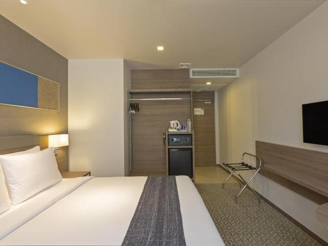 Gay-Friendly-Hotel-Holiday-Inn-Express-Bangkok-Sathorn-1