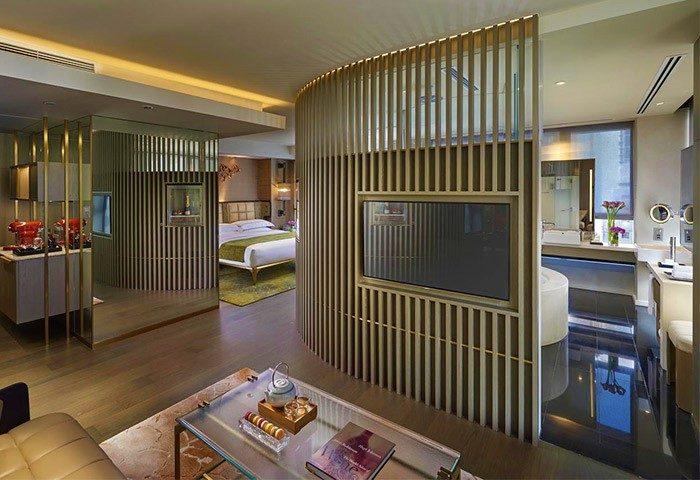 Gay Friendly Hotel The Landmark Mandarin Oriental Hong Kong
