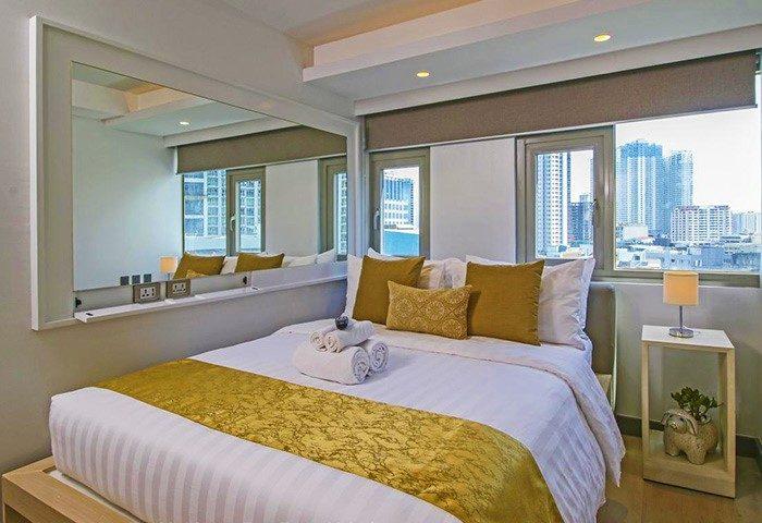 Gay Friendly Hotel The Mini Suites - Eton Tower Makati