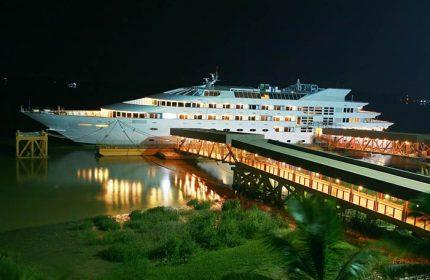 Gay Friendly Hotel Vintage Luxury Yacht Hotel